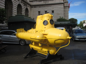 Подводная лодка Жака Ива Кусто в Монако у океанографического музея
